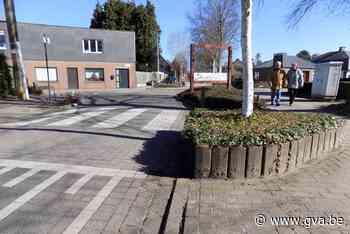 Fietsers botsen tegen bloembakken (Vosselaar) - Gazet van Antwerpen