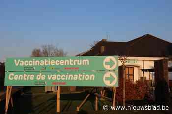 Inwoners krijgen infobrochure over vaccinatiecentra in de bus