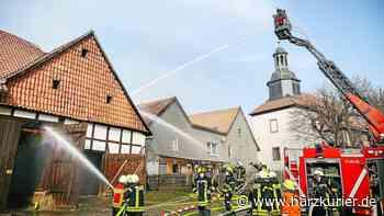 120 Einsatzkräfte verhindern Großbrand in Kalefeld - HarzKurier