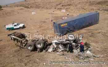 Se destroza camión de carga tras volcar, en Calpulalpan - El Sol de Tlaxcala