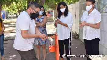 Escuelas de Santa Rosa reciben dispensadores para alcohol en gel - Mendovoz