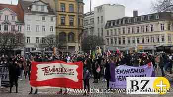 Braunschweigs Feministinnen fighten gegen Küche, Ehe, Vaterland