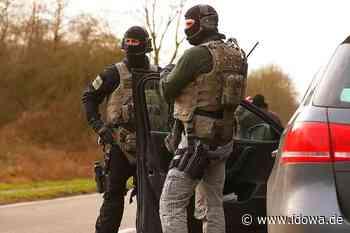 Wegen einer Schusswaffe - SEK-Einsatz in Neustadt an der Donau - idowa