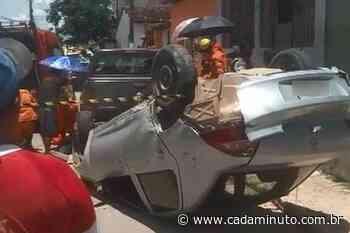 Vídeos: três pessoas ficam feridas após capotamento seguido de atropelamento, em Satuba - Cada Minuto