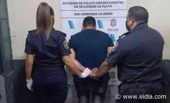 Detuvieron a un joven en San Carlos que le pegaba a transeúntes y quiso agredir a un subcomisario - Diario El Dia