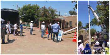 Con instalación del primer poste, comienza la transformación eléctrica en Puebloviejo - Seguimiento.co