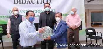 Ayuntamiento de Soledad entrega libros a niños de educación básica - Código San Luis