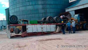 Concepción del Uruguay: Un acoplado volcó dentro de una planta industrial - Diario El Sol - El Sol digital