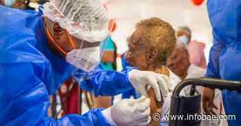 Vacunan a los primeros adultos mayores en Condoto, Chocó, una de las zonas más remotas de Colombia - infobae