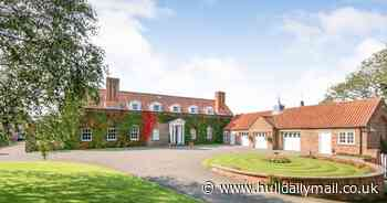 Stables mansion with stunning staircase and swimming pool