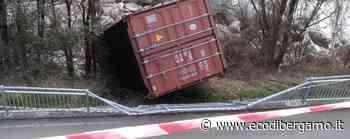 Zogno, il container caduto sulla ciclabile Denunciato e sanzionato l'autista del tir - L'Eco di Bergamo