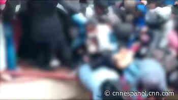 Accidentes mortales en Bolivia: autobús se volcó en un barranco en Cochabamba y estudiantes caen de un cuarto piso en El Alto - CNN