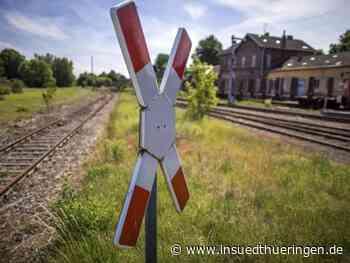 Seltendorf: Auf gesperrter Straße mit Bahn kollidiert - inSüdthüringen