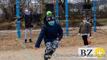 Grundschule Fredenberg bekommt Spielkisten – und bald auch Helden