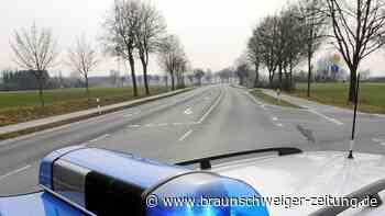 Glätte-Unfall: Auto überschlägt sich bei Salzdahlum