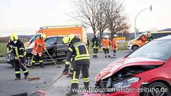 Zwei Fahrzeuge kollidieren in Salzgitter im Kreuzungsbereich