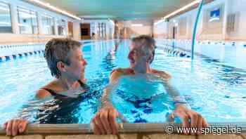 Schwimmhalle öffnet trotz Corona: »Ein ganzes Bad, nur für uns« - DER SPIEGEL