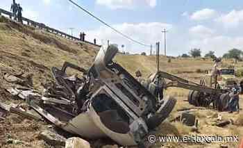 Trailero se queda sin frenos y vuelca a la altura de Calpulalpan - e-Tlaxcala Periódico Digital de Tlaxcala