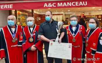 Gastronomie - À Jargeau, Anthony Manceau a reçu la médaille de bronze pour son andouille de campagne cuite - La République du Centre