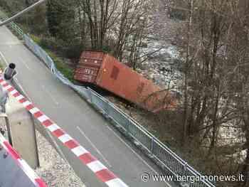 Zogno, container cade sulla pista ciclabile: caccia ai responsabili - BergamoNews.it