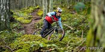 Sound of Speed: Finn Iles, figura del MTB, demuestra su capacidad de descenso en un bosque con lluvia - RedGol