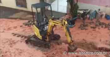 Rua de Muniz Freire é tomada por lama durante temporal - A Gazeta ES