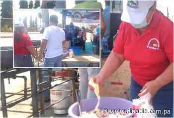 Con pailas y fogones un grupo de porcicultores protestan en Chitré - Día a día