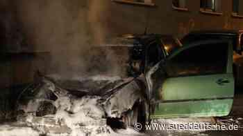 Mehrere Autos abgebrannt: Polizei geht von Brandstiftung aus - Süddeutsche Zeitung