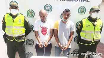 Policía captura a dos hombres con arma de fuego en Bosconia - EL HERALDO