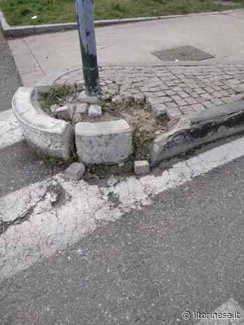 Asfalto mancante e cordoli rotti in via Borgaro - Il Torinese