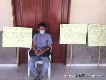 Paciente con cáncer terminal se encadenó frente a la alcaldía de Polonuevo, exigiendo atención de la Secretaría de Salud - Diario La Libertad