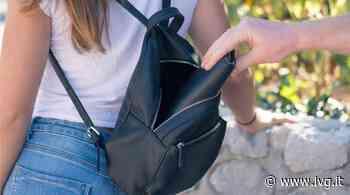 Albissola Marina, derubata del portafoglio mentre sta lavorando in negozio - IVG.it