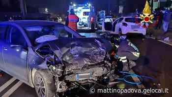 Scontro fra una Golf e una Peugeot a Conselve, un passeggero ferito grave - Il Mattino di Padova