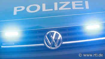 Bei einem Unfall auf der B42 bei Geisenheim ist ein 23 Jahre alter Autofahrer verletzt worden - RTL Online