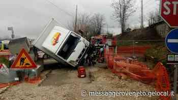 Incidente a Pradamano, camion si ribalta: via Lovaria chiusa per tre ore - Il Messaggero Veneto