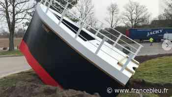 Schweighouse-sur-Moder : un mini Titanic sur un rond-point fait le buzz sur les réseaux sociaux - France Bleu