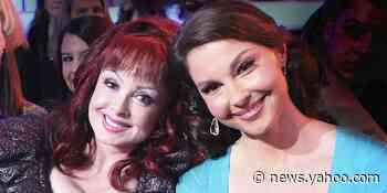 Naomi Judd says she will remove daughter Ashley's stitches after accident - Yahoo News