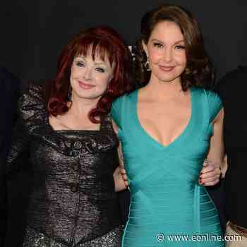 How Naomi Judd Is Helping Daughter Ashley Judd in Her Recovery From Leg Injury - E! NEWS