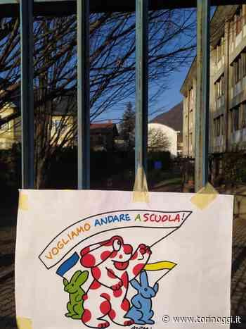 Luserna San Giovanni e Torre Pellice sciopero e sit in contro la didattica a distanza - TorinOggi.it