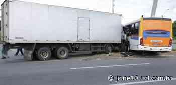 Passageiros de ônibus ficam feridos durante acidente na BR-101, em Igarassu - JC Online