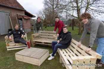 Studenten stellen meubellijn in pallettenhout voor