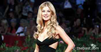 Rosamund Pike Admits She Buries Awards In Her Front Yard! - The Blast