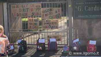 San Vittore Olona, un flash mob per chiedere di riaprire la scuola - IL GIORNO