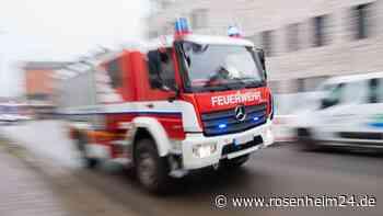 Bad Feilnbach: Deko-Kerze löst Küchenbrand in Bauernhof aus - Großaufgebot an Rettungskräften im Einsatz - rosenheim24.de