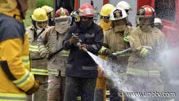 Video: pobladores golpean a bomberos por llegar tarde a incendio - Uno TV Noticias