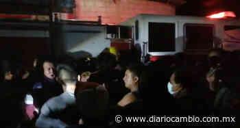 VIDEO: Pobladores furiosos de Zinacatepec golpean a bomberos por llegar tarde a incendio - Diario Cambio