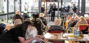 Polizeimusiker spielten für Senioren in Neckartenzlingen - Nürtinger Zeitung