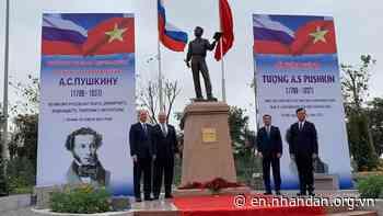 Statue of Pushkin unveiled in Hanoi - Nhan Dan Online