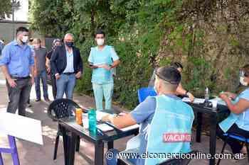 Julio Zamora supervisó dos puntos de vacunación para docentes en General Pacheco - elcomercioonline.com.ar
