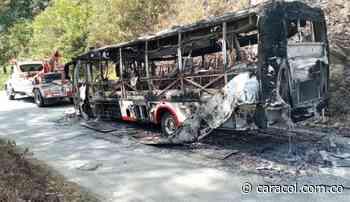 En Ituango no descartan que la quema de bus de Coonorte sea por extorsión - Caracol Radio